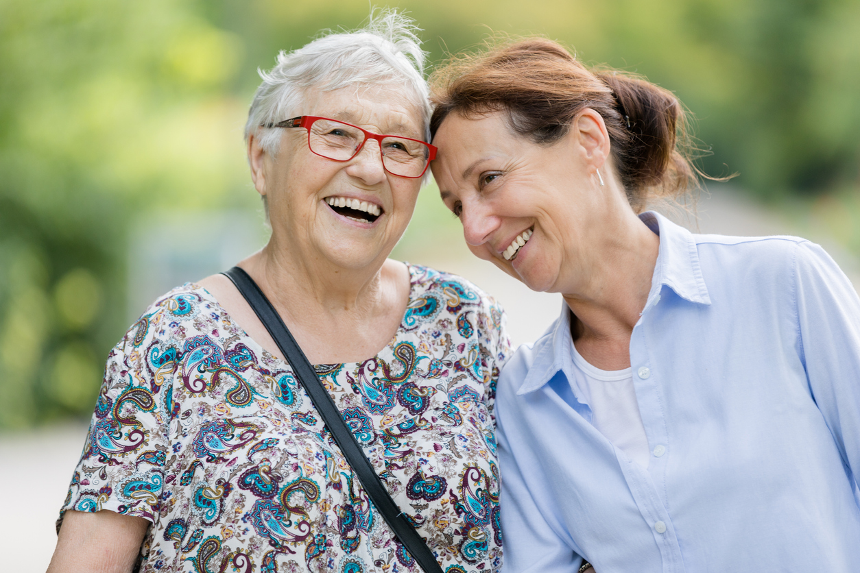 Senior Care Franchise vs. Hospital Care: The Differences You Need to Know